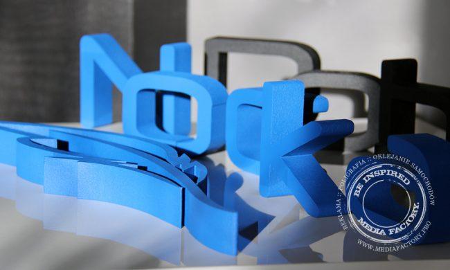 litery ze styroduru farba Fluger Dobra Nocka logotyp 3