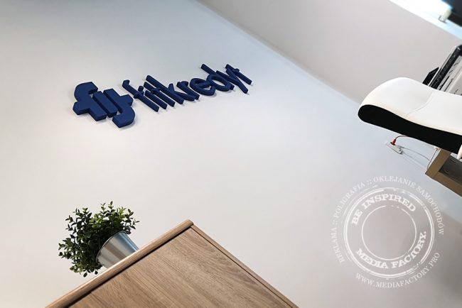 logotyp styrodur 3d fitkredyt malowane literki 2