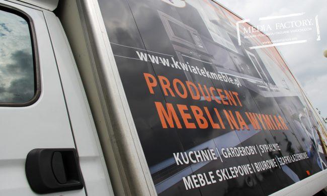 KWIATEK MEBLE – IVECO dostawczy skrzynia oklejenie folia polimerowa z laminatem wycinanka 1